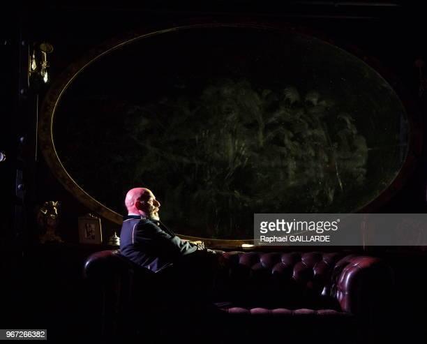 La ComédieFrançaise interprète au 'Théâtre du VieuxColombier' la pièce '20000 lieux sous les mers' d'après Jules Verne le 24 septembre 2015 à Paris...