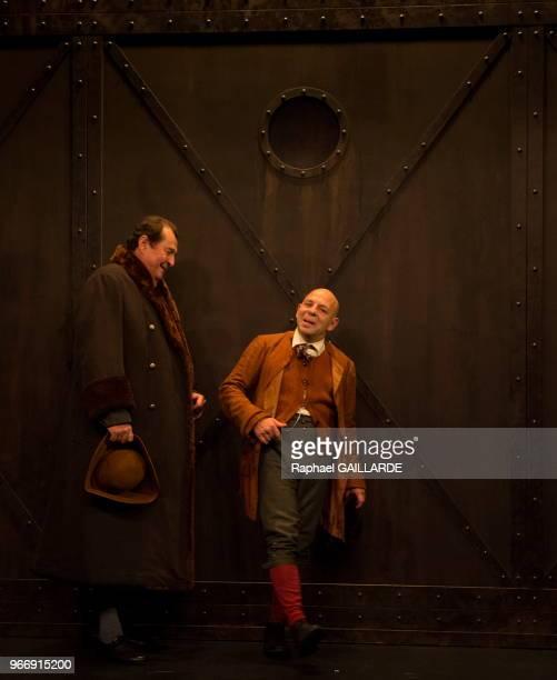 La ComédieFrançaise interprète au 'Théâtre du VieuxColombier' la pièce 'Les Rustres' de Carlo Goldini le 20 novembre 2015 à Paris France Mise en...