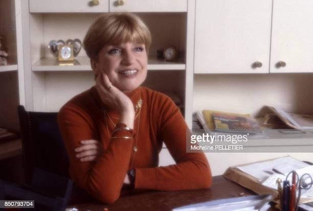La comédienne et écrivaine française Françoise Dorin chez elle à Paris le 8 avril 1984 France