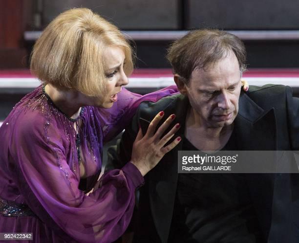 La ComedieFrancaise interprete 'La Tragedie d'Hamlet' le 4 octobre 2013 a la salle Richelieu Paris France Distribution Eric Ruf Le Spectre Premier...