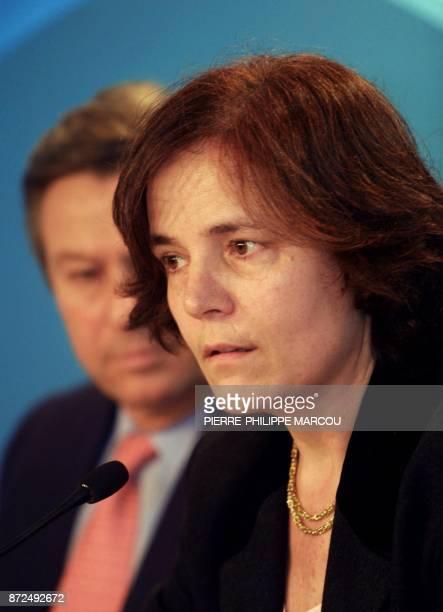 la Commissaire européenne aux Transports et à l'Energie l'Espagnole Loyola de Palacio donne une conférence de presse le 02 février 2001 à Madrid à...