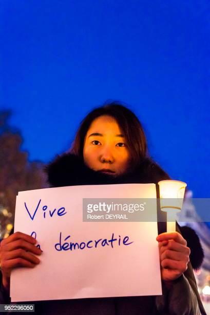 La communauté sud coréenne de Lyon s'est rassemblée symboliquement place de la République pour demander plus de démocratie en Corée du sud et la...