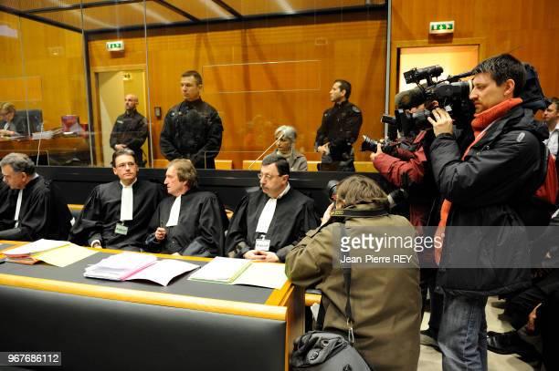 La compagne dans le boxe des accusés au tribunal de CharlevilleMézières le 28 mars 2008 France