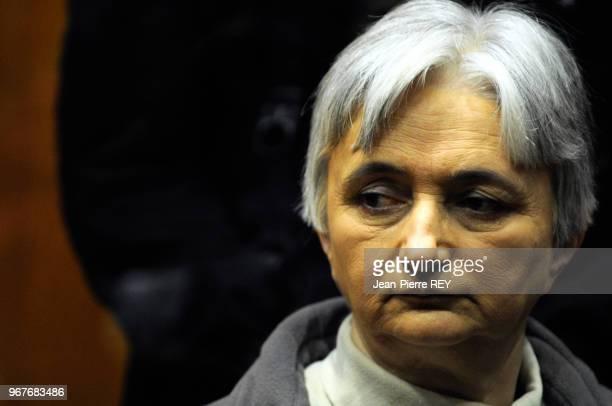 La compagne du tueur en série dans le boxe des accusés au tribunal de CharlevilleMézières le 28 mars 2008 France