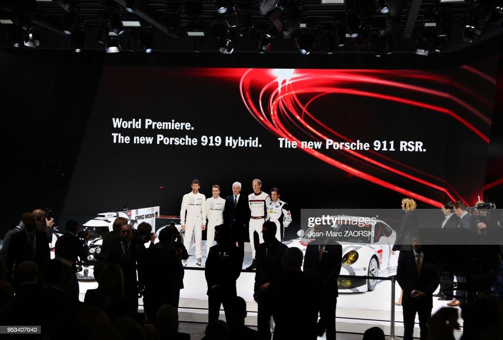 La conference de presse Porsche, avec au centre le pdg ...
