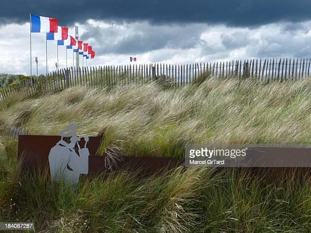 CONTENT] La côte de nacre est jalonnée de lieux témoins des combats acharnés du DDay Les drapeaux et la croix de Lorraine commémorent le retour du...