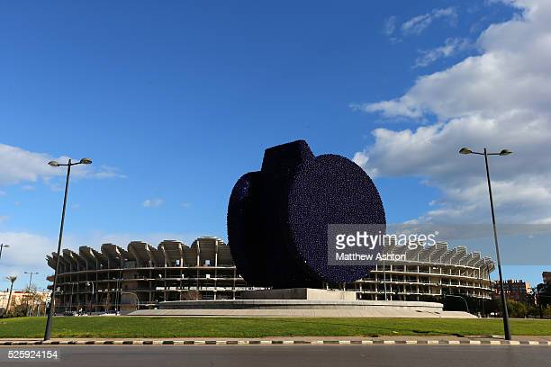 La Dama Iberica The Iberian Lady a sculpture by artist Manolo Valdes in front of the Nou Mestalla the new stadium for Valencia CF The basic concrete...