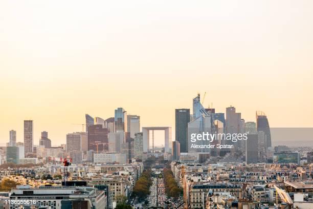 la defense district in paris, france - paris skyline stock pictures, royalty-free photos & images