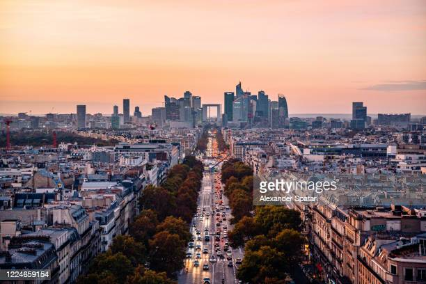 la defense financial district at dusk, paris, france - champs elysees quarter stock pictures, royalty-free photos & images
