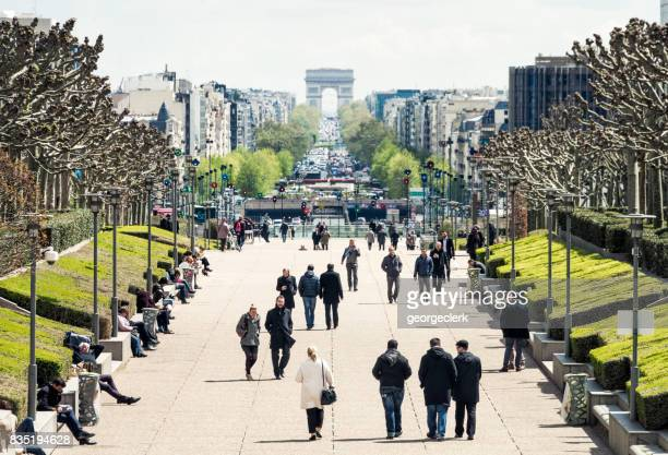 la defense in paris at lunchtime - place charles de gaulle paris stock photos and pictures