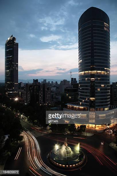 La Diana et les toits de La ville de Mexico city au coucher du soleil