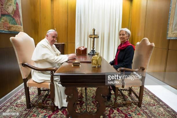 La directrice générale du Fonds monétaire international Christine Lagarde a été reçue par le pape François le 10 décembre 2014 à Rome au Vatican