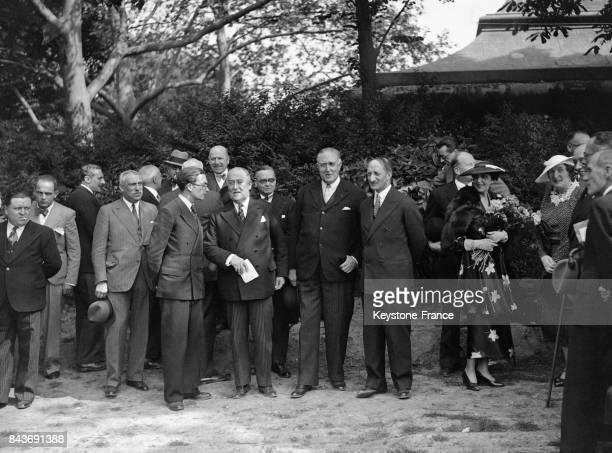 La délégation belge composée du Baron Vaxelaire hautcommissaire et homme d'affaires belge de l'ambassadeur de Belgique André de Kerchove de...