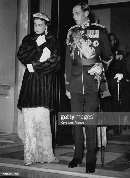 La Duchesse et le Duc de Kent quittent Belgrave Square afin de se rendre a un banquet officiel le 16 novembre 1937 a Londres, Royaume-Uni.