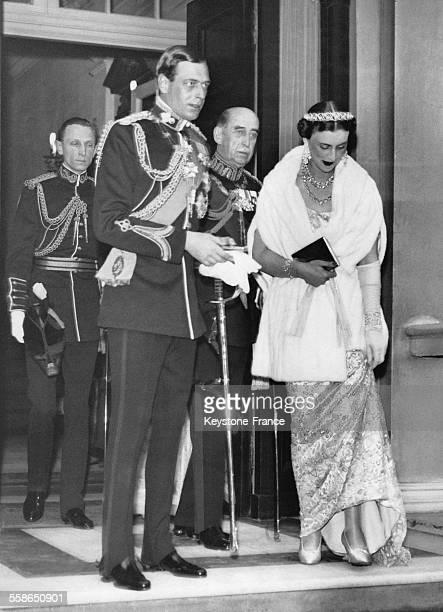 La Duchesse et le Duc de Kent quittent leur residence de Belgrave Square pour se rendre a un banquet officiel a Buckgham Palace le 10 mai 1937 a...