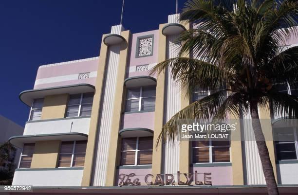 La façade de l'hôtel Carlyle circa 1980 à Miami Beach aux États-Unis.