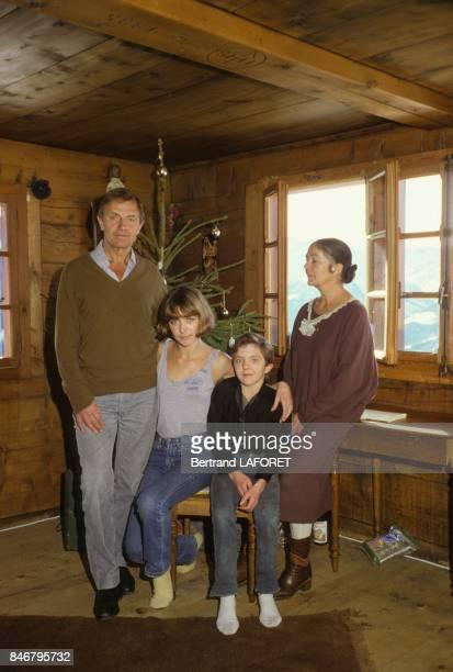 La famille Bennent deux generations de comediens en vacances Heinz Bennent le pere de Anne et David et son epouse Diane le 4 janvier 1984
