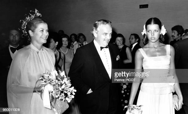 La famille princière monégasque lors du gala de la Croix-Rouge monégasque du 12 août 1974, à Monaco.