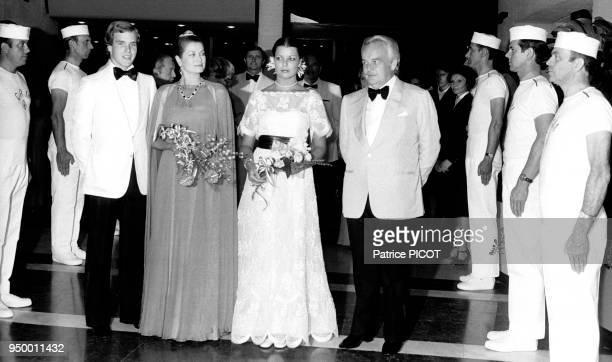 La famille princière monégasque lors du gala de la Croix-Rouge monégasque du 9 août 1976, à Monaco.