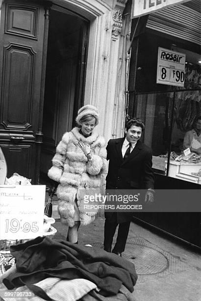 La fille du diplomate libanais Anne de Zogheb et le chanteur Paul Anka à Paris circa 1960 en France