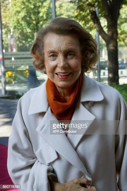 la fille du fondateur de L'Oréal Liliane Bettencourt pose le 30 septembre 2002 à la Fondation Cartier à Paris où était organisé un déjeuner dans le...