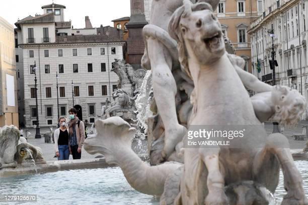 La fontaine de Neptune sur la place Navone déserte suite aux mesures de confinement mises en place par le gouvernement italien pour lutter contre le...