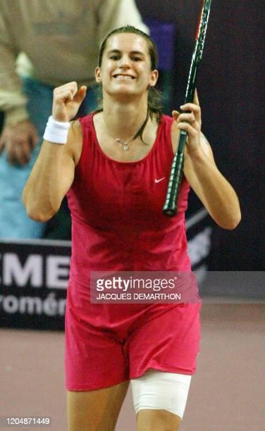 la Française Amélie Mauresmo laisse éclater sa joie après avoir gagné contre l'Espagnole Magui Serna le 07 février 2003 au stade Pierre de Coubertin...