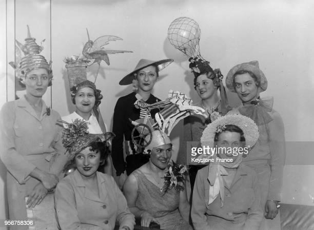 La fête des 'Catherinettes' dans l'atelier de couture Molyneux à Paris France en novembre 1934