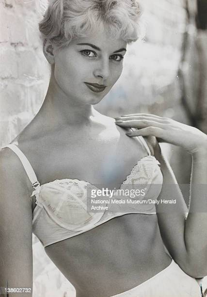 La Gaine Christian Dior' Brassiere made in Nylon lace and marquisette
