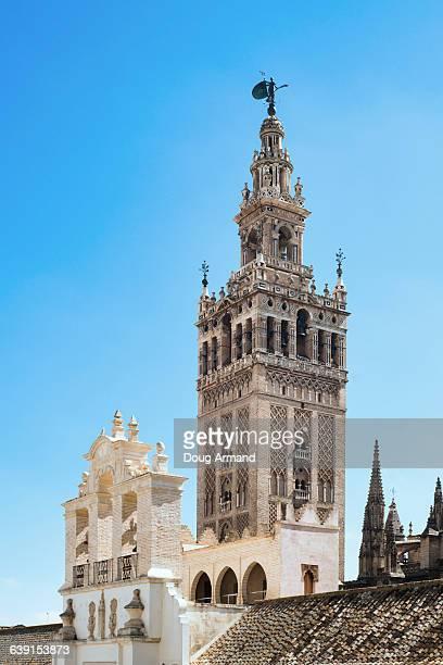 la giralda tower, seville, andalucia, spain - la giralda fotografías e imágenes de stock