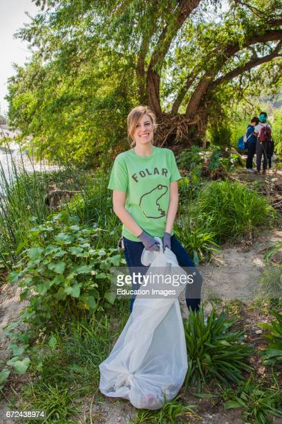 La Gran Limpieza, FoLAR River cleanup April 11 Los Angeles River, Glendale Narrows, Los Angeles, California, USA.