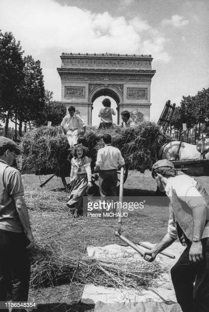 La Grande Moisson des Champs Elysées à Paris en 1990 France