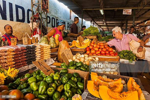 la habana vieja (old havana district), mercado (market) agropecuario egido, havana's market near the railway station on avenida de belgica between corrales and apodaca - old havana stock pictures, royalty-free photos & images