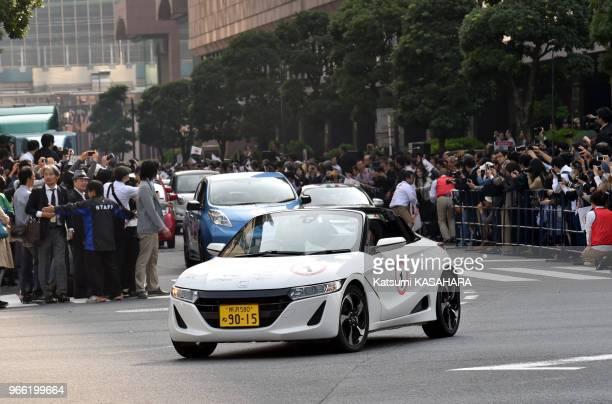 La Honda S660 sur la principale rue de la capitale japonaise conduite par le PDG de Honda Fumihiko Ike à la tête de 70 voitures lors de la...
