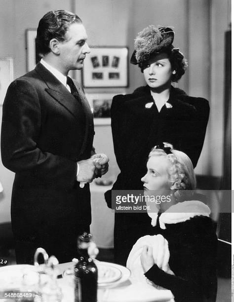 La Jana - Actress, Dancer, Germany *-+ - with Atilla Hoerbiger and Karin Hardt in the film 'Menschen vom Variete' director: Josef von Baky - 1939 -...