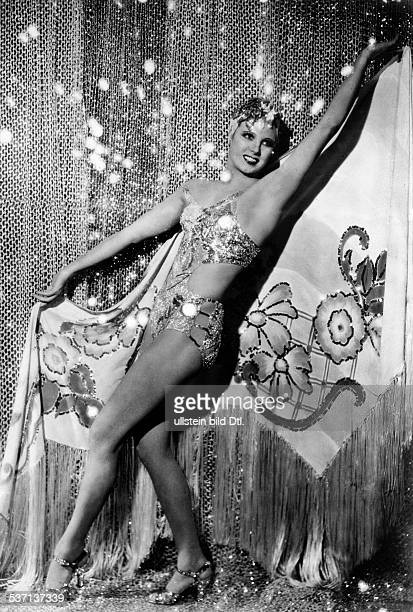 La Jana - Actress, Dancer, Germany, , - probably in the film 'Stern von Rio', - 1939, - Published by: 'Berliner Volkszeitung' , Vintage property of...