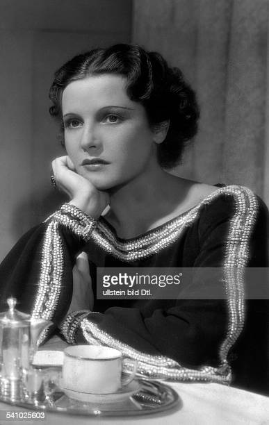 La Jana Actress Dancer Germany* in the film 'Truxa'Regie Hans H Zerlett 1937 Published by 'Das 12 Uhr Blatt' Vintage property of ullstein bild