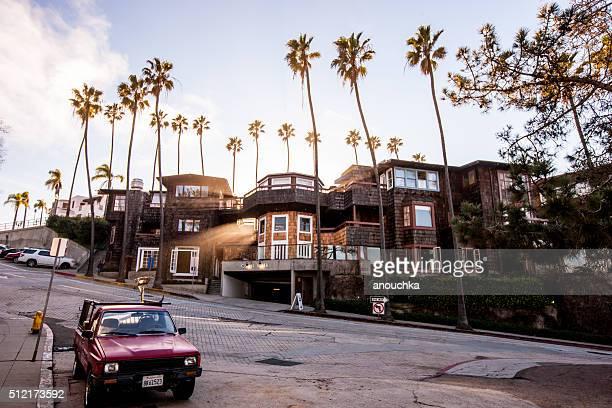 La Jolla-Straße mit Auto geparkt, Kalifornien, VEREINIGTE STAATEN