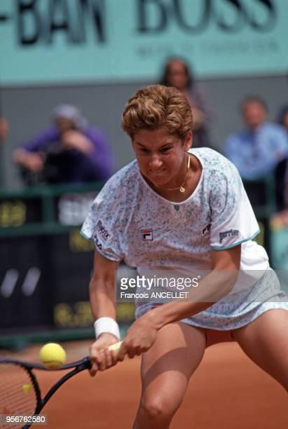 La joueuse de tennis yougoslave Monica Seles pendant le tournoi de RolandGarros en 1991 à Paris France