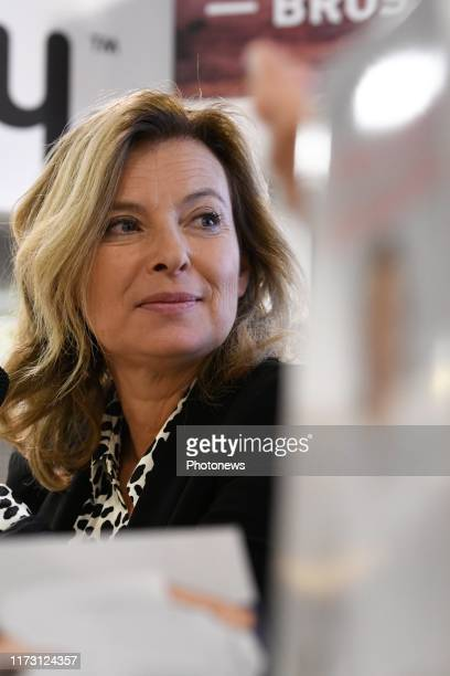 La journaliste et ex première dame Valérie Trierweiler dédicace son nouveau livre à la librairie Filigranes à Bruxelles. - De journaliste en...