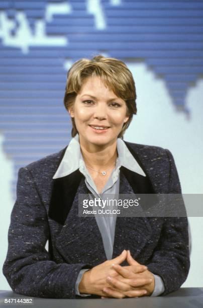 La journaliste MarieFrance Cubadda presente le journal televise de TF1 le 11 janvier 1986 a Paris France