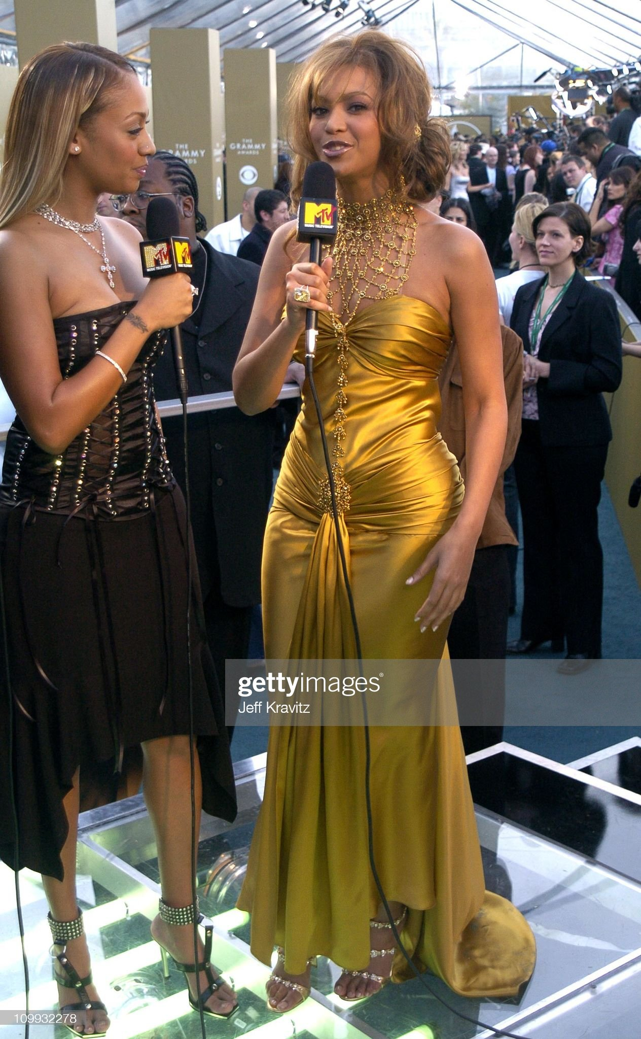 ¿Cuánto mide La La Anthony? - Real height La-la-vasquez-and-beyonce-during-the-46th-annual-grammy-awards-at-picture-id109932278?s=2048x2048