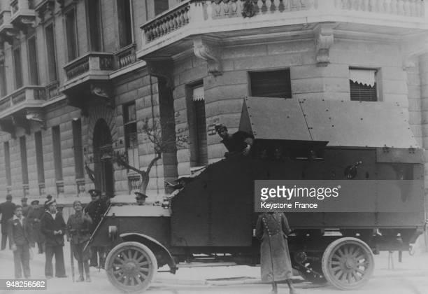 La maison de Tsaldaris Président du Conseil est protégé par une autoblindée à Athènes Grèce le 3 avril 1935