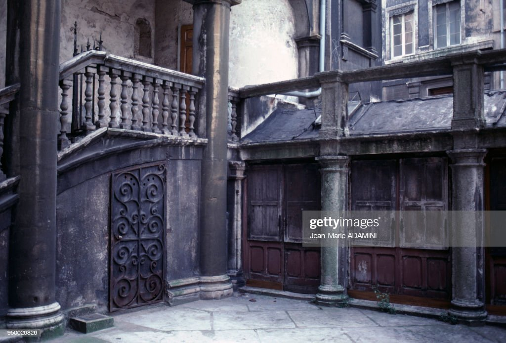 La Maison D Henri Iv Dans Le Quartier Saint Paul Septembre 1981 A News Photo Getty Images