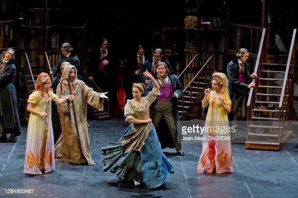 La mezzo-soprano canadienne Michèle Losier , la mezzo-soprano écossaise Katherine Aitken , la soprano suisse-italienne Clara Meloni , le...