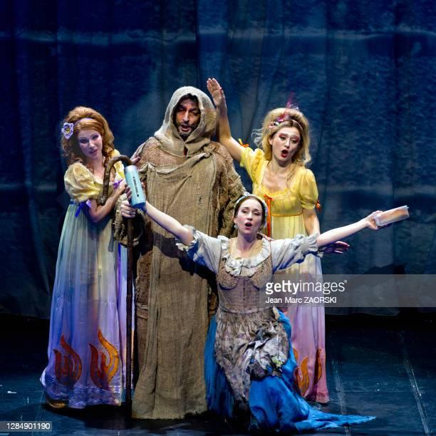 La mezzo-soprano canadienne Michèle Losier , la mezzo-soprano écossaise Katherine Aitken , la soprano suisse-italienne Clara Meloni et le...