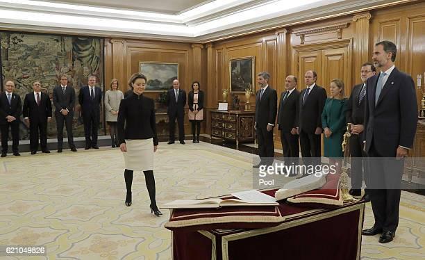 La ministra de Agricultura Pesca Alimentación y Medio Ambiente Isabel Garcia Tejerina seen as Mariano Rajoy and 13 ministers of his new government...