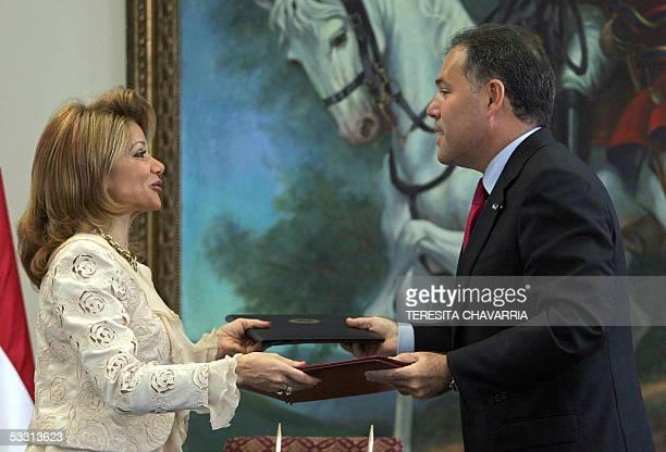 La ministra de Relaciones Exteriores del Paraguay, Leila Rachid , y el primer vicepresidente y ministro de Relaciones Exteriores de Panama, Samuel...