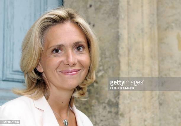 La ministre de l'Enseignement supérieur Valérie Pécresse pose le 20 août 2008 dans le jardin du ministère de l'Education à Paris Valérie Pécresse a...