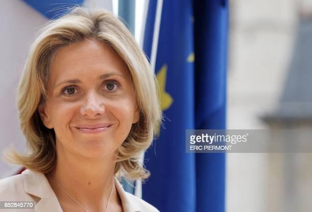 La ministre de l'Enseignement supérieur Valérie Pécresse pose le 20 août 2008 dans son bureau au ministère de l'Education à Paris Valérie Pécresse a...